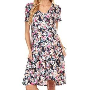 Sale 4/$30 Chris & Carol Floral Vneck Pocket Dress